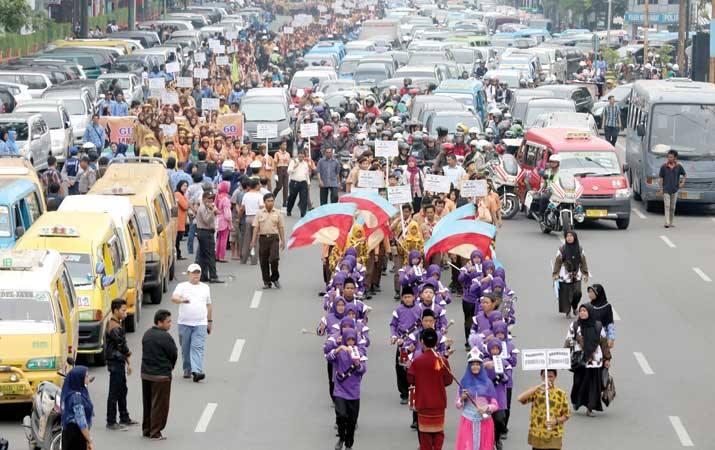 Kota Medan Pecahkan Rekor Muri Dengan Gerak Jalan Di Hari Pendidikan Nasional
