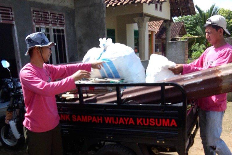 Bank Sampah Wijaya Kusuma Dapat CSR Dari Bank Lampung