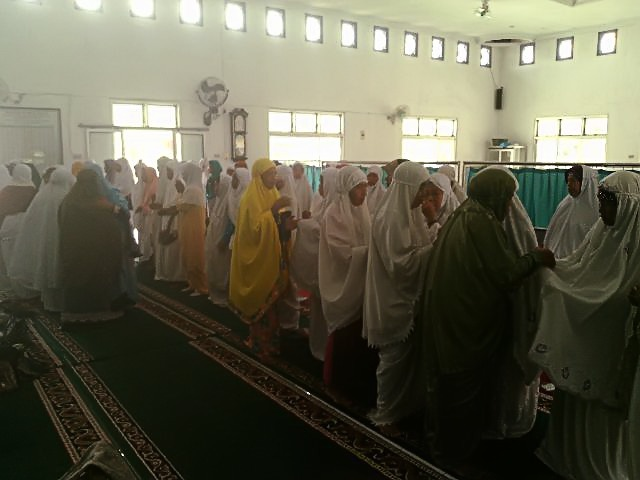 Suasana Penyerahan Santunan Di Masjid Nurul Iman, Tejoagung, Metro Timur, Kota Metro