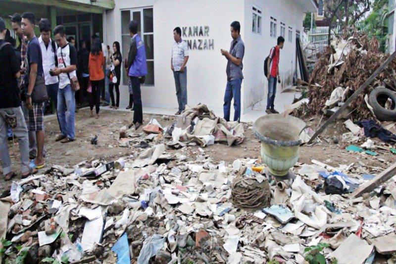 Foto-Tumpukan-Sampah-di-RSUD-Ahmad-Yani-Kota-Metro-1