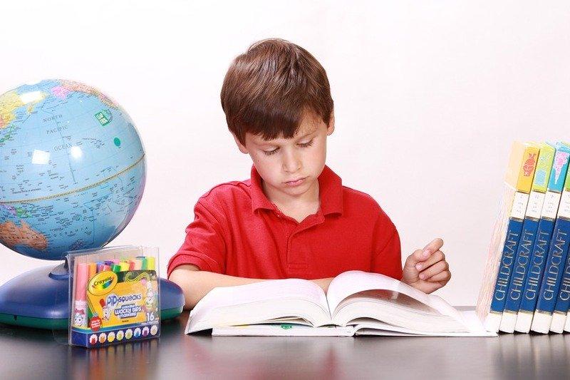 Cara Mengajari Anak Membaca Dengan Mudah dan Menyenangkan