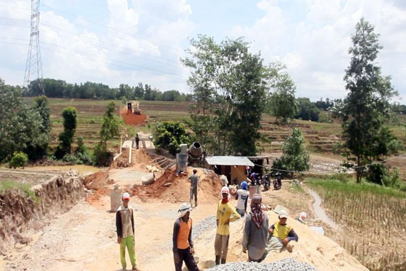 Wali Kota Metro Tinjau Proyek Pembangunan Jembatan Sungai Way Sekampung di Metro Selatan #2