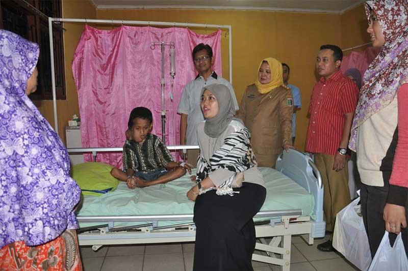 Bupati Lampung Timur Kunjungi Ferdianto Remaja Pengidap Tumor di Wajah