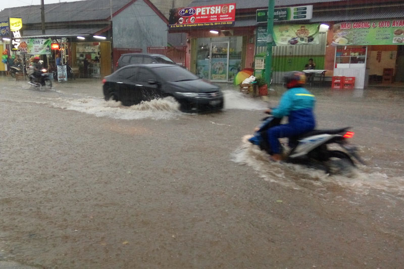 Hujan Turun Dua Jam Metro Timur Menyerupai Lautan 01