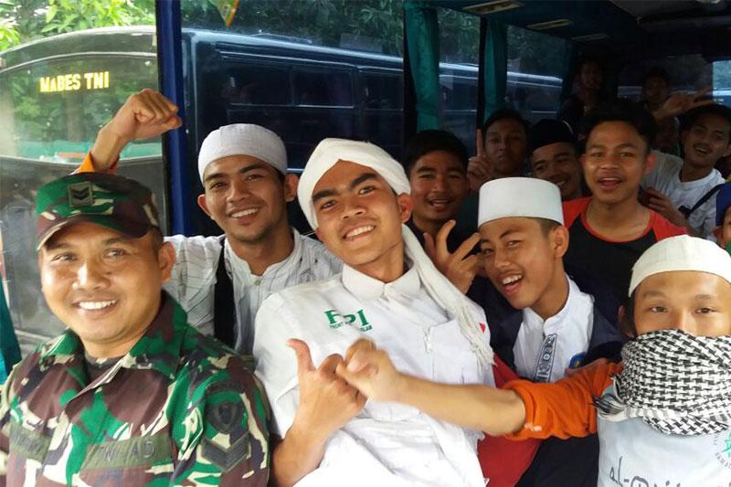 Luar Biasa! TNI Kerahkan 30 Bus Antar Pendemo Aksi Damai