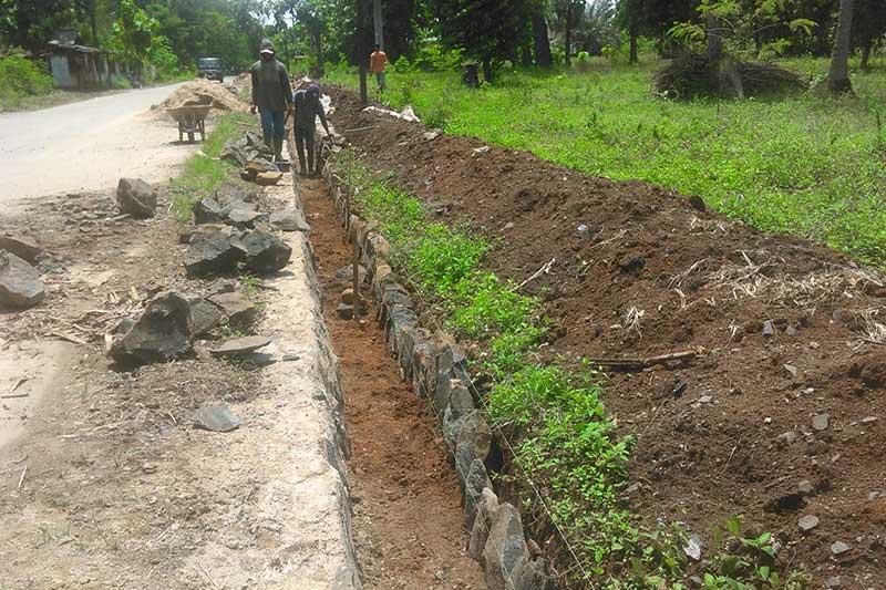 Masyarakat Keluhkan Pembangunan Saluran Drainase di Jalan Gatot Subroto Yosodadi Metro Timur
