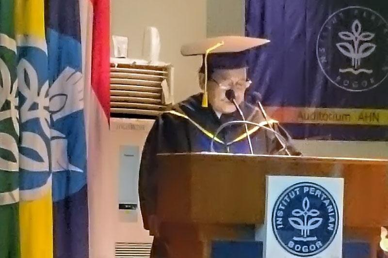 Senat IPB Kukuhkan M. Fauzi Toha Sebagai Doktor Kehormatan
