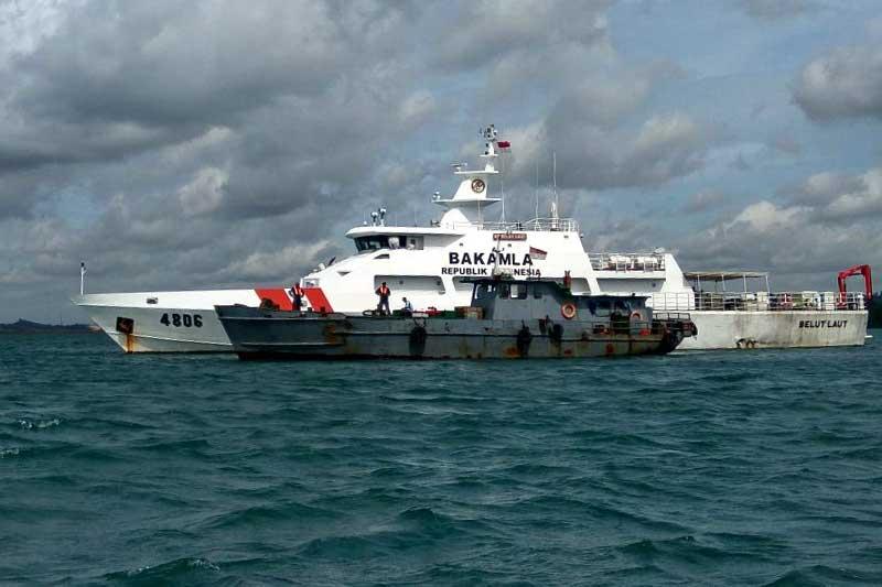 KN Belut Laut Bakamla RI Tangkap Kapal Muat BBM Ilegal