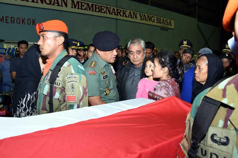 Panglima TNI Beri Penghormatan Terakhir Kepada Para Korban Pesawat Hercules