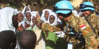 Pasukan Garuda Berikan Bantuan Kepada Pelajar Sudan