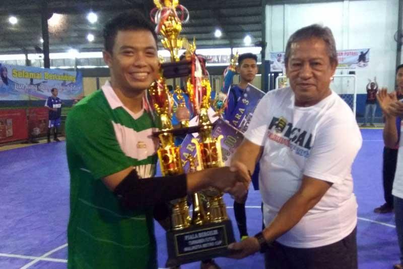 Tim Futsal S-One Natar Berhasil Boyong Piala Bergilir Wali Kota Metro Pada Turnamen Futsal Wali Kota Cup 2016