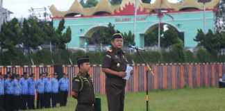 Kajati Lampung Sampaikan Amanat Gubernur Pada Upacara Gabungan