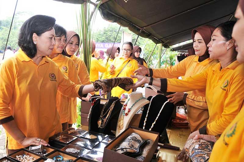 Dharma Pertiwi Laksanakan Olahraga dan Bazar 2