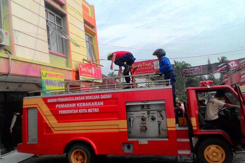 Perusahaan Tak Berizin di Metro Timur Terbakar 2