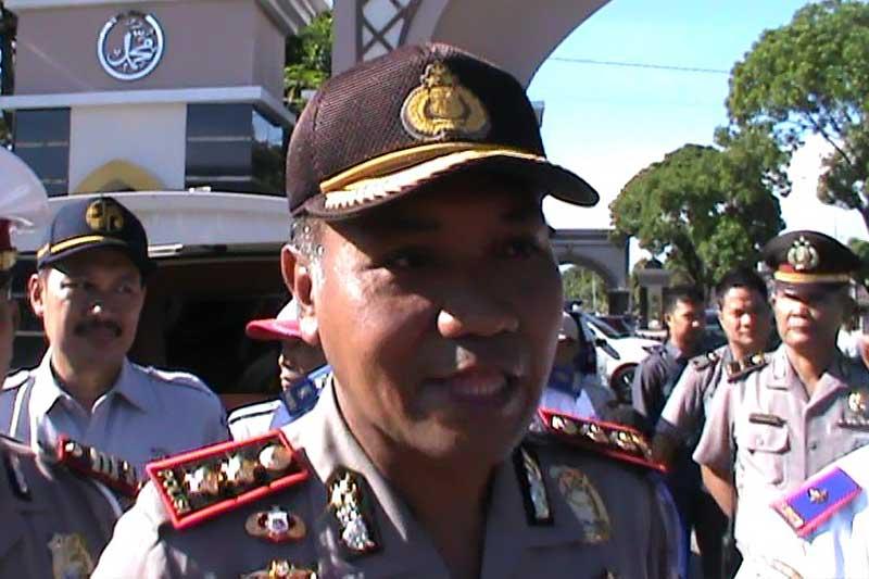 Raja Salman dan Pengantin Lampung Dampingi Kapolres Metro Bagikan Helm 3