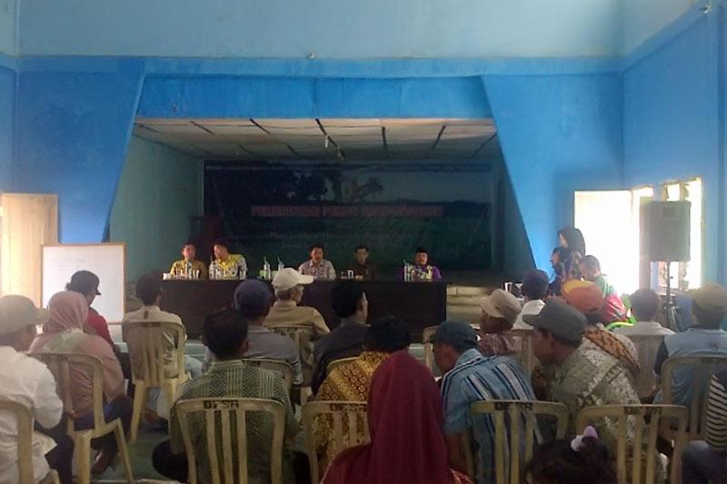 Warga Pekon Bandung Baru Hadiri Sosialisasi Sanitasi Total Berbasis Masyarakat