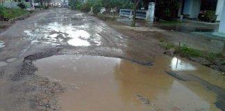 Jalan Hasanudin Adirejo Kecamatan Pekalongan Seperti Kubangan