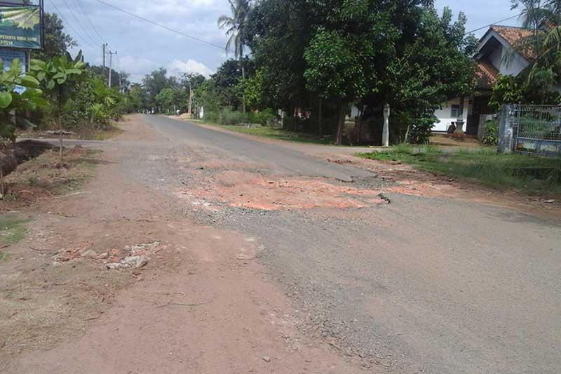 Jalan WR Supratman Hadimulyo Timur Butuh Diperlebar