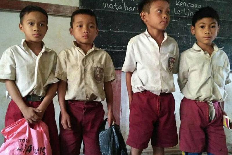 Potret Siswa-Siswi SDN 04 Desa Sungkung yang Kesulitan Mendapatkan Pendidikan