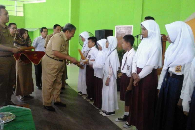 Raih Juara OSN Tingkat Kota Metro, 15 siswa SD dan SMP Diberi Hadiah 01