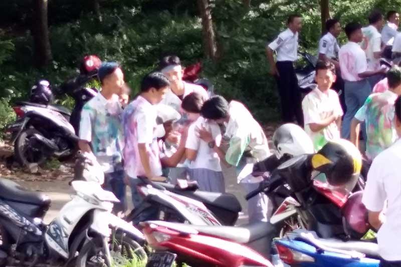 Aksi Corat-Coret dan Konvoi Motor Warnai Hardiknas di Bandar Lampung