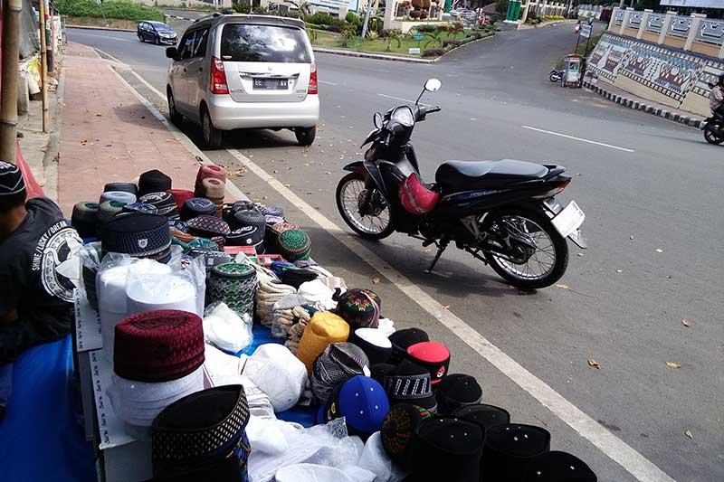 Dendi, Jual Peci di Bulan Ramadhan Harap Berkah Hingga ke Lampung