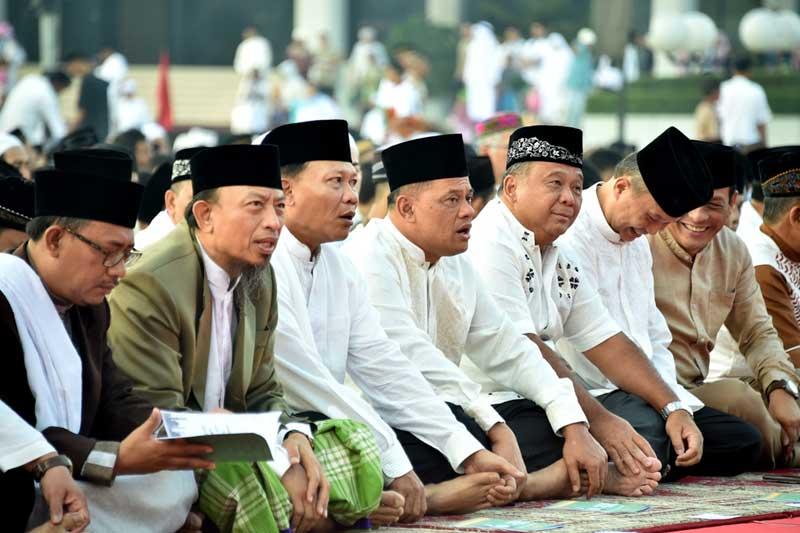 Mabes TNI Gelar Sholat Idul Fitri 1438 H di Cilangkap 01