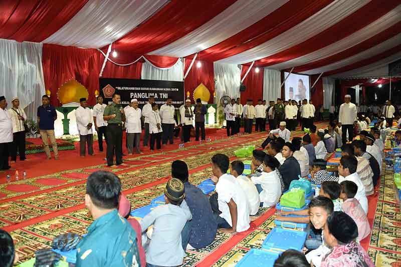 Panglima TNI Berbagi Kebahagiaan Dengan Sesama di Bulan Suci Ramadhan