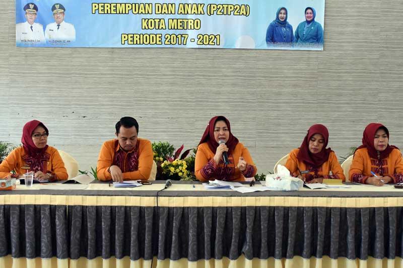 Siti Aisyah Djohan di Daulat Sebagai Ketua P2TP2A Kota Metro Periode 2017-2021 04