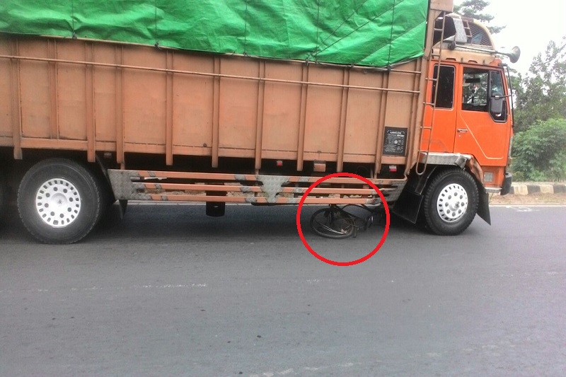 Wanita Pencari Barang Bekas Tewas Mengenaskan Terlindas Truck di Jalan Lintas Sumatera 02