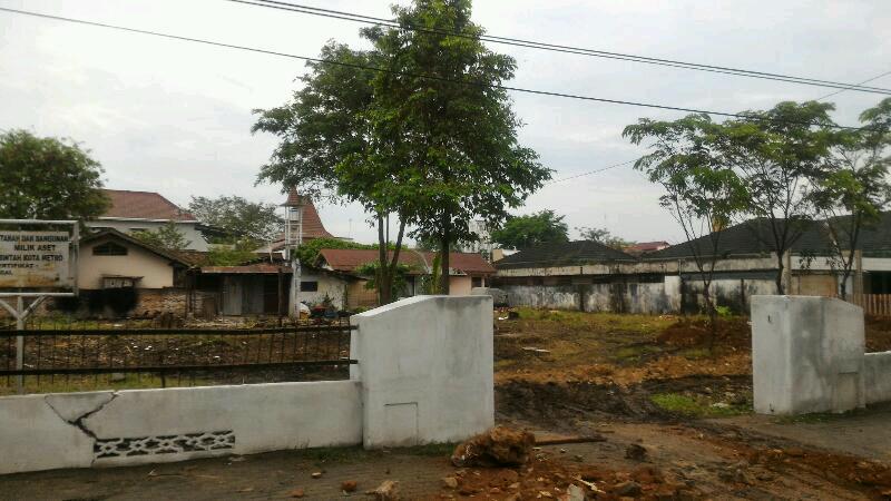 Aset eks. transmigrasi di jalan AH. Nasution dijadikan tempat sementara berjualan para pedagang Taman Merdeka. Foto : Sebatin.com