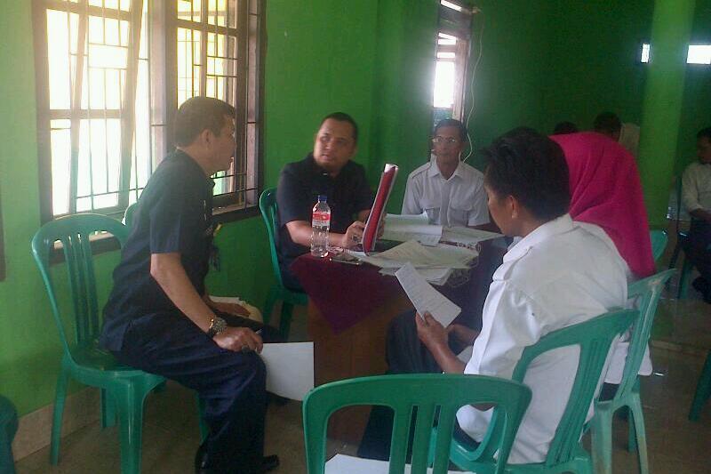 Inspektorat Pringsewu saat kegiatan pemeriksaan administrasi terkait penggunaan ADP dan ADD di balai Pekon Purwodadi Kec.Adiluwih. Foto : Sebatin.com