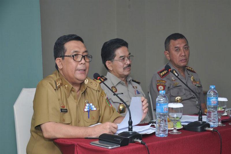 Kepala-Staf-Kepresidenan-Evaluasi-Pembangunan-Jalan-Tol-Trans-Sumatera02