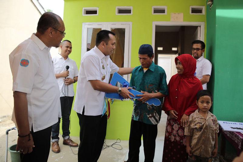 Melalui-Program-CSR-Gubernur-Lampung-Hibahkan-Rumah-Tipe-36-Kepada-Buruh-Pembersih-Kandang-Ayam-02
