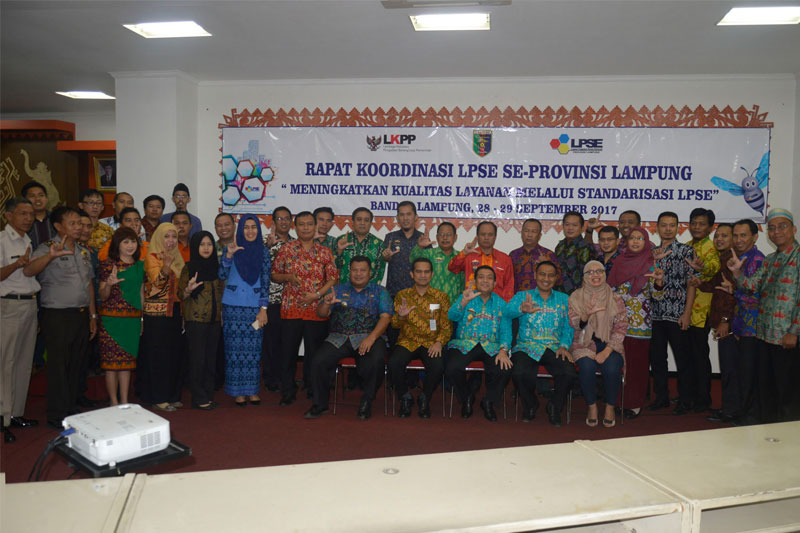 Pemprov-Lampung-Serahkan-Penghargaan-Kepada--LPSE-Terbaik01