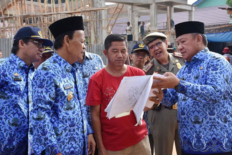 Walikota-Metro-Tinjau-Pembangunan-Lapangan-Samber02