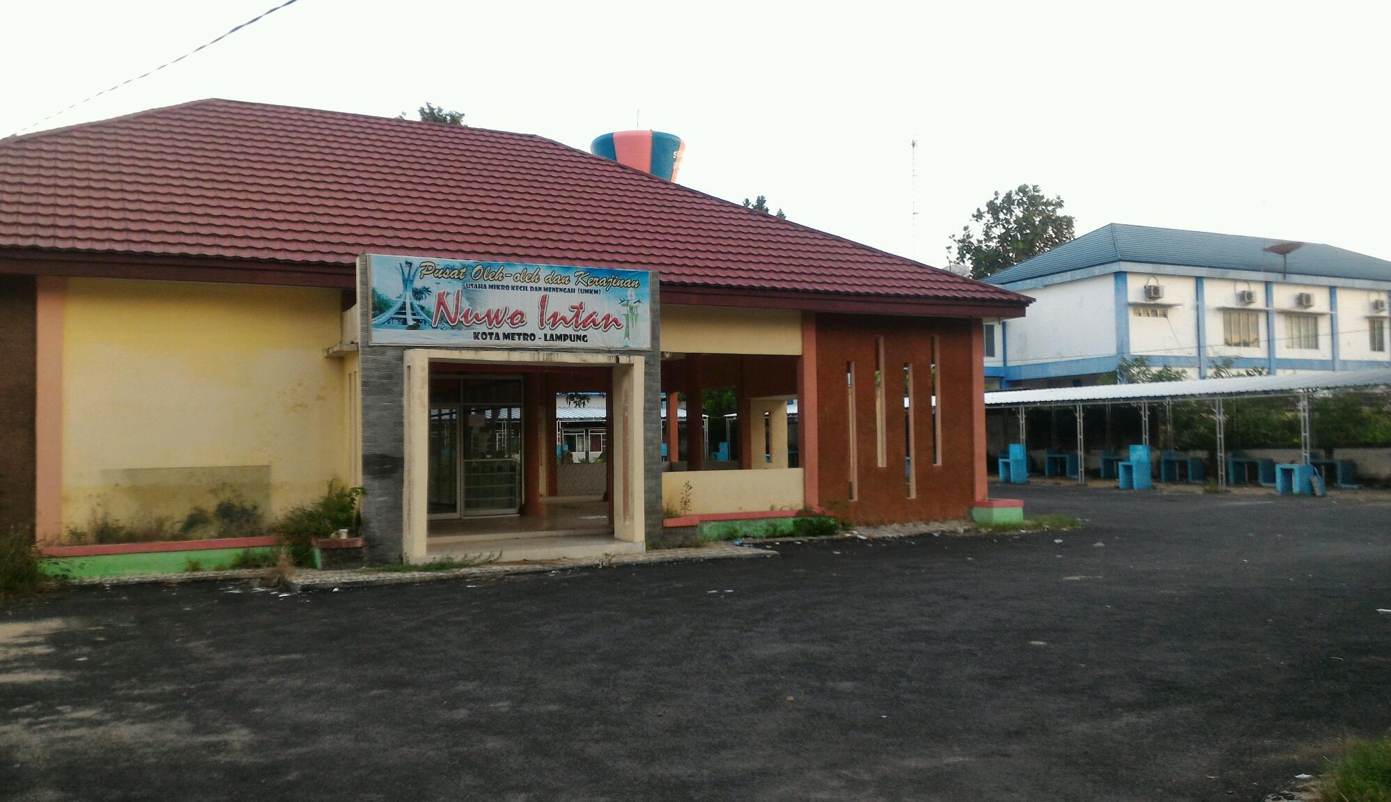 Eks gedung Nuwo Intan, yang saat ini menjadi lokasi Sentra Makanan Cepat Saji. Foto : Sebatin.com