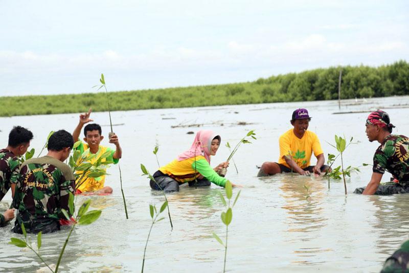 Festival-Tanam-Mangrove-Salah-Satu-Upaya-Chusnunia-Chalim-Promosikan-Wisata-di-Lampung-Timur