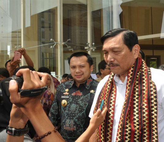 Menteri-Koordinator-Kemaritiman-Luhut-Binsar-Pandjaitan-Soroti-Teluk-Lampung-Yang-Tercemar02