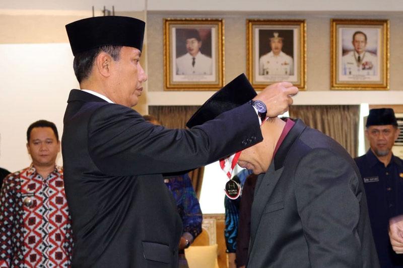 Pjs.-Gubernur-Didik-Lantik-Lukmansyah-sebagai-Pejabat-Fungsional-BPSDM-02