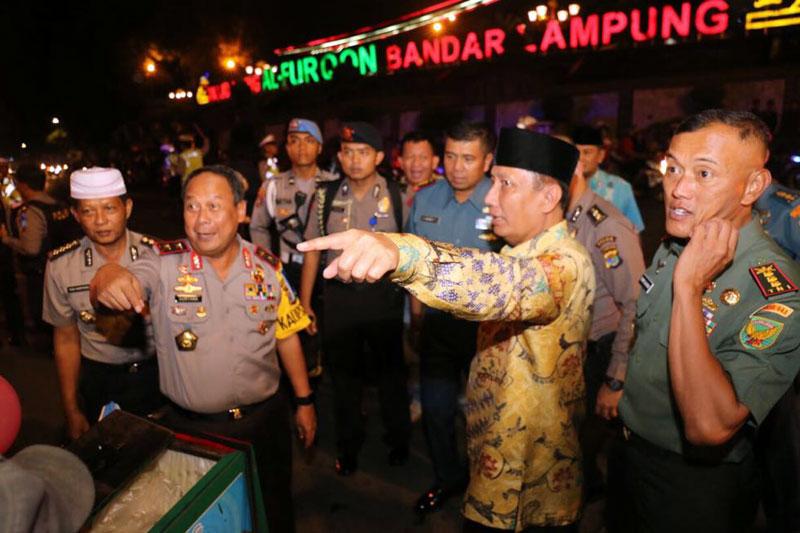 Pemprov-Bersama-Jajaran-Polda-Lampung-Pantau-Pengamanan-Pawai-Takbir-Idul-Fitri-1439-H-01