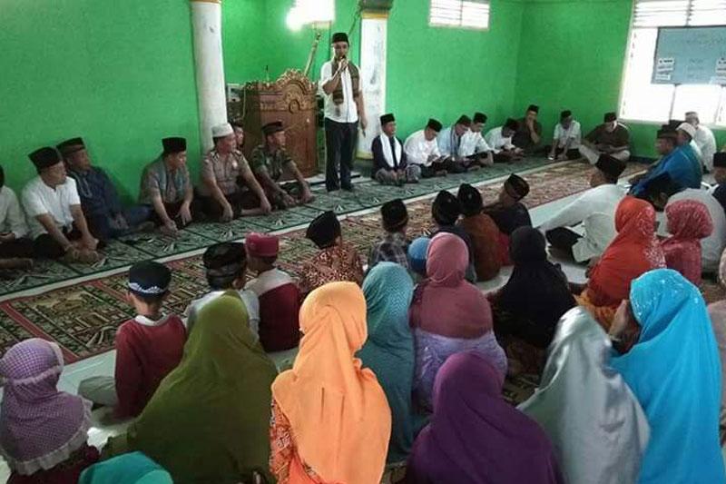 Tim-Safari-Ramadhan-Pemkab-Tuba-Serahkan-Bantuan-Sebesar-Rp-20-Juta-Ke-Masjid-Darussalam-02