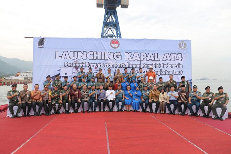 Menhan-Ryamizard-Launching-Kapal-Angkut-Tank-AT-4-Buatan-Tenaga-Ahli-Indonesia-02