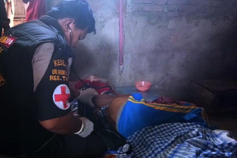 Polres-Tuba-Berikan-Bantuan-dan-Pelayanan-Kesehatan-Gartis-Pada-Keluarga-Juma'i