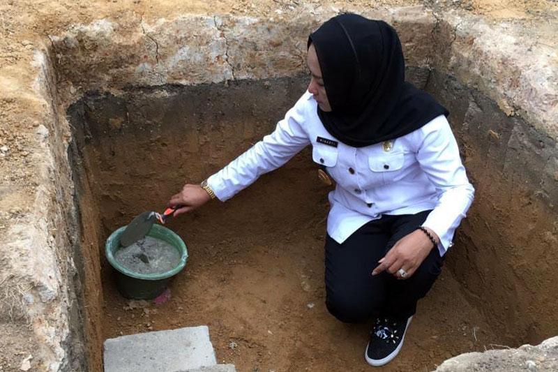 Letakkan-Batu-Pertama-Pembangunan-Masjid-Ponpes-Al-Munfarijah,-Bupati-Tuba-Ajak-Masyarakat-dan-Jajarannya-Berinvestasi-Untuk-Akhirat--01