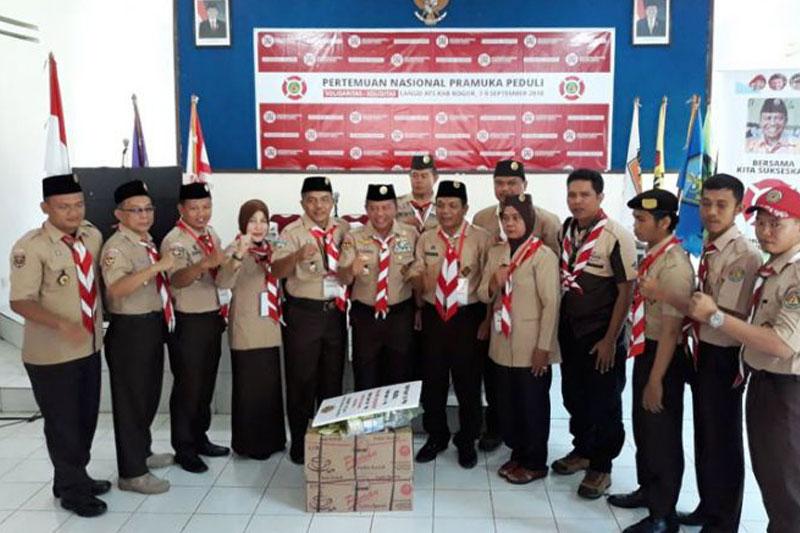 Peduli-Terhadap-Sesama,-Pramuka-Lampung-Serahkan-Bumbung-Kemanusian-Untuk-Lombok