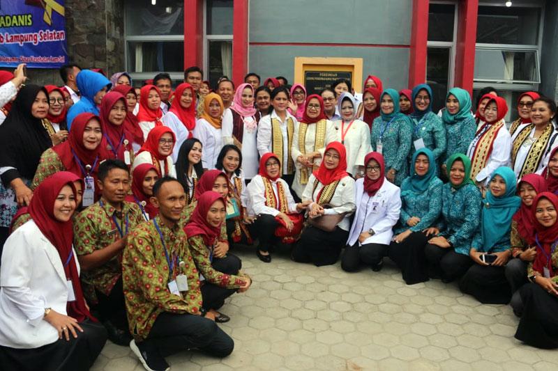 Dinilai-Berhasil-Laksanakan-Program-IVA-Test-dan-Sadanis,-Ibu-Negara-Kunjungi-Lampung