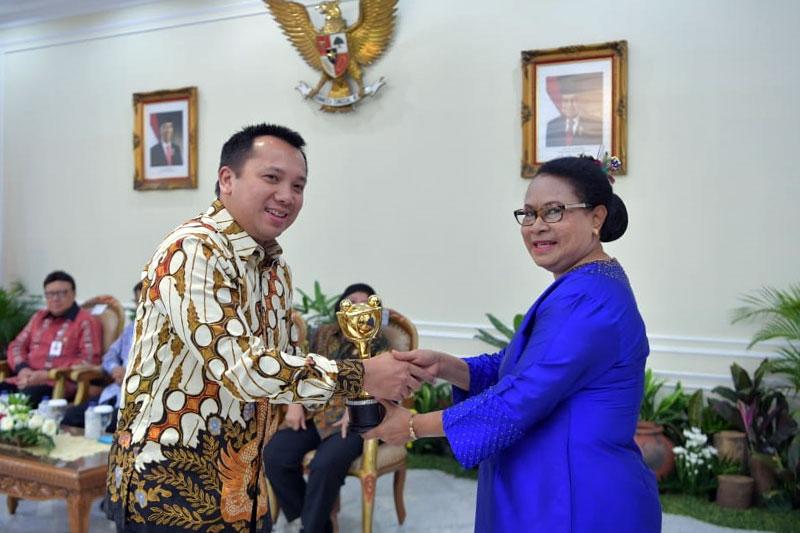 Gubernur-Ridho-Terima-Penghargaan-Parahita-Ekapraya-Ketiga-Kalinya-dari-Presiden-Jokowi