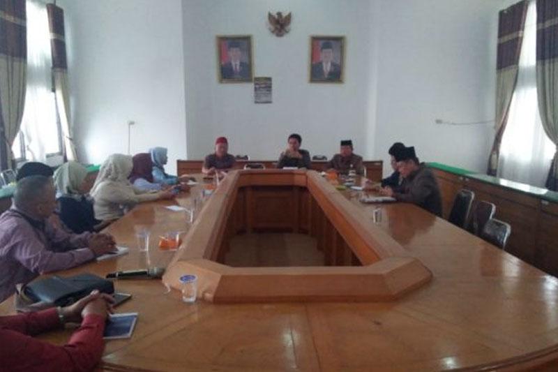 Komisi-I-DPRD-Lamteng-Bahas-Masalah-Perizinan-Bersama-Para-Pengusaha-Optik