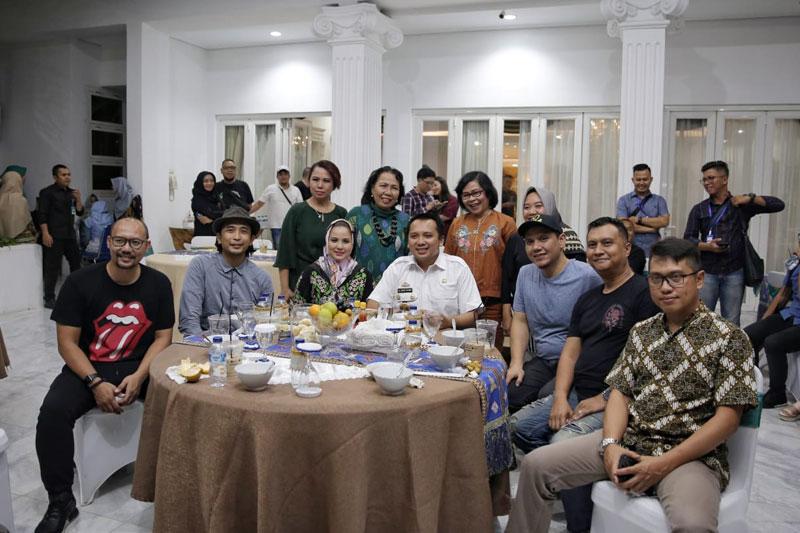 Sebelum-Guncang-Bandar-Lampung,-Grup-Musik-Padi-Reborn-Terima-Jamuan-Makan-Gubernur-Ridho-Ficardo